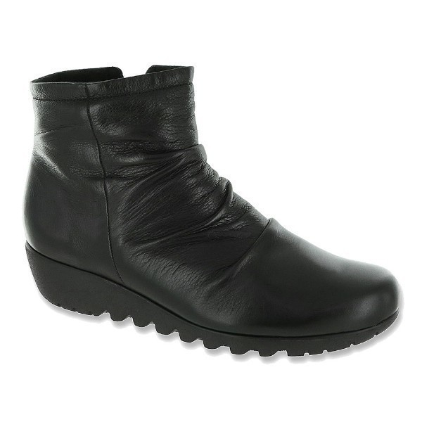 WOMEN'S RILEY BLACK LEATHER SHORT BOOT Thumbnail